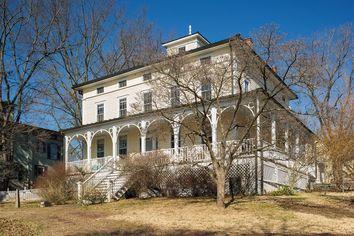'Eat, Pray, Love' Author Elizabeth Gilbert Lists NJ Home
