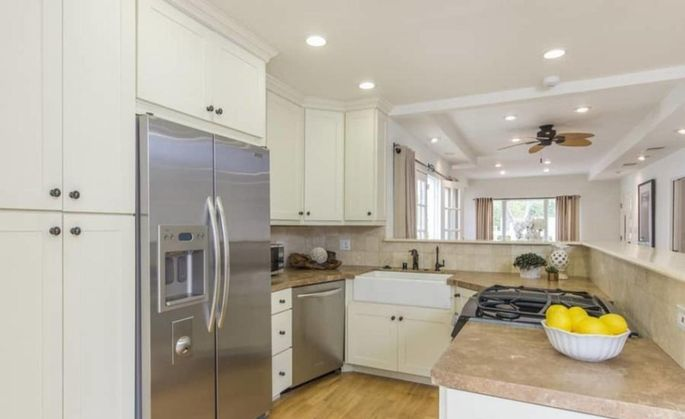 Robert duvall sells west hollywood bungalow for 1 6m for Kitchen 24 hollywood