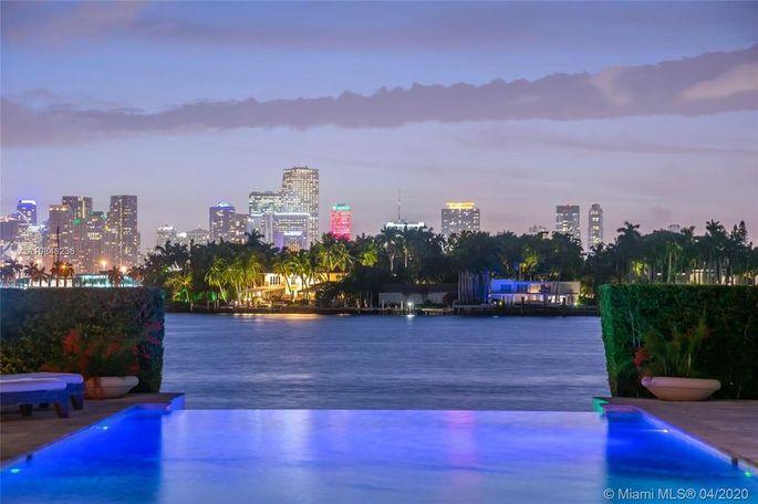 Biscayne Bay and Miami skyline views