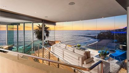 Let There Be Light! 6 Gorgeous Glass Houses That Let In All That Saved Daylight