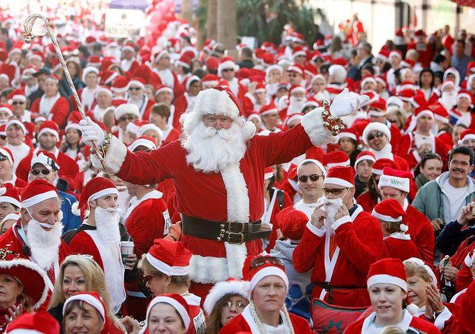 Santa, Santa, and more Santas at Las Vegas Great Santa Run: which way to the dancing fountains?