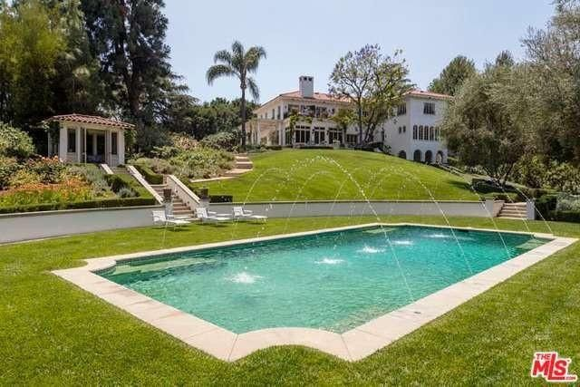 Angelina Jolie buys LA mansion, post Pitt
