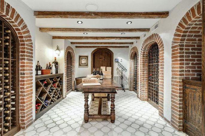 Wine cellar that can store 750 bottles