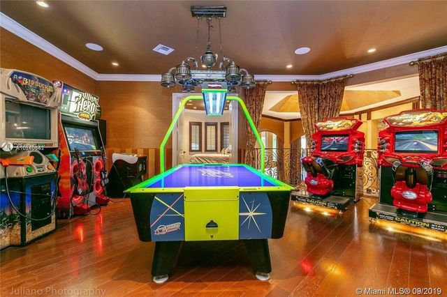 Nfl Star Frank Gore Scores Sweet South Florida Estate For