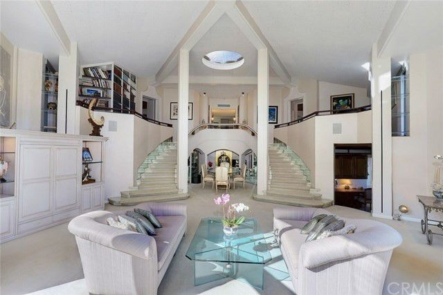 Double staircase flanking dining space
