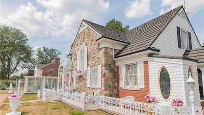Why Hasn't Anyone Bought the Detroit House That Broke the Internet?