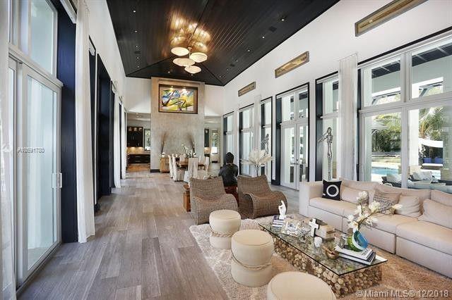 Living room with indoor-outdoor space