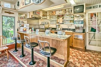 What's Cookin'? This Oregon Home Comes With an Amazing '50s-Era Diner