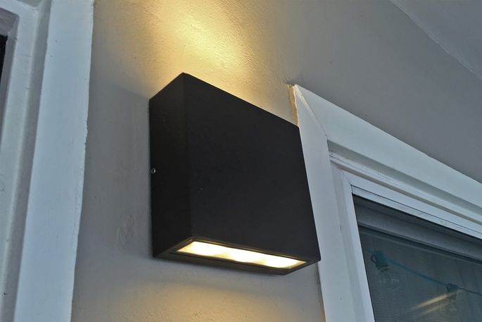 Modern outdoor sconce