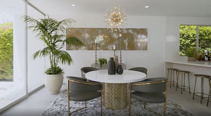 Now, there's plenty of room in this dining room.