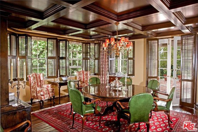 Coffered ceilings in the dining room