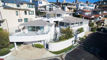 Warren Buffett Finally Sells Beach House After Big Price Cut