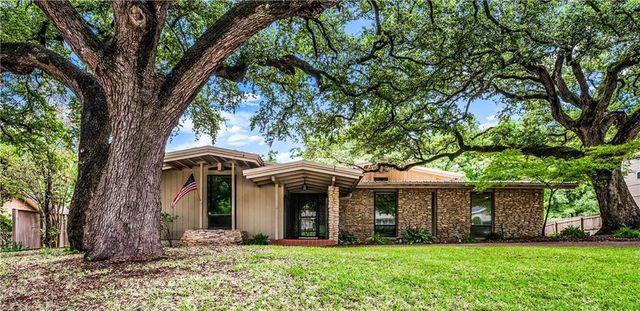 Ranch home in Waco, TX exterior