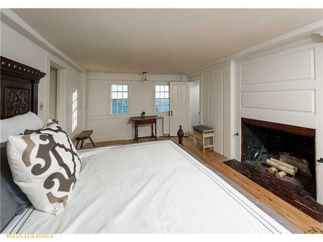 daryl-hall-of-hall-oates-selling-restored-colonial-in-maine-21