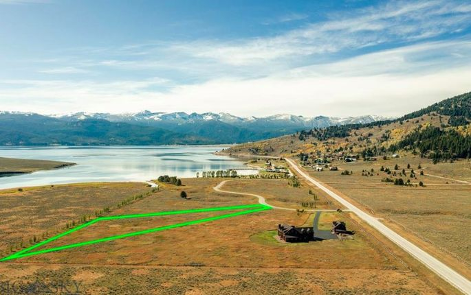 Located on Hebgen Lake, this parcel offers views of Yellowstone.