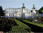 Feur de Lys Mansion Goes for $102 Million in All-Cash Deal