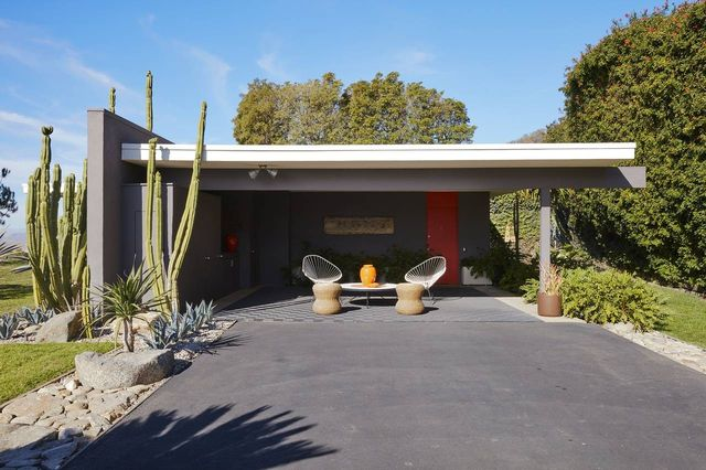 Mr. Pittman and Mr. Dowell, who built a contemporary house on the property in 2009, now use the Neutra as a guesthouse.