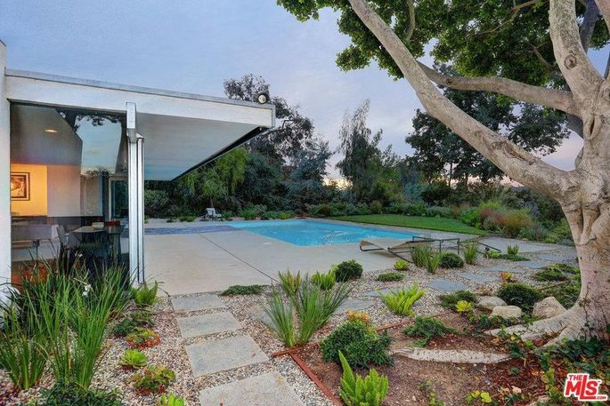 Typical Neutra style