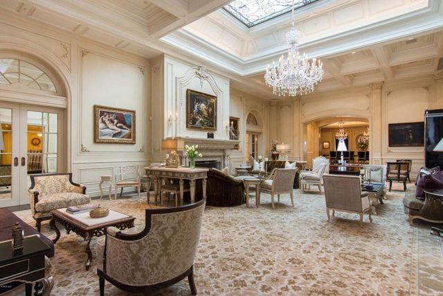 Grand living room