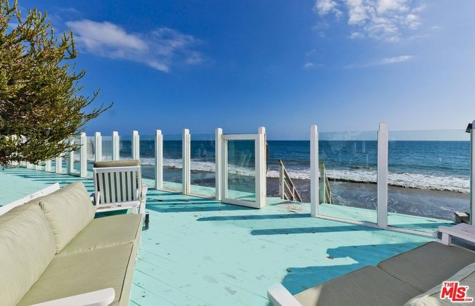 Ocean-facing deck