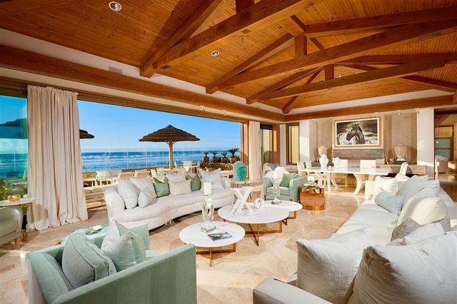 Living rom Gates House Del Mar