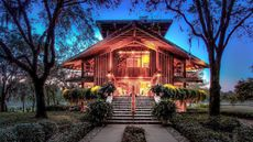 Fall in Love With Los Molinos, a Frank Lloyd Wright-Inspired Organic Mansion in Jacksonville
