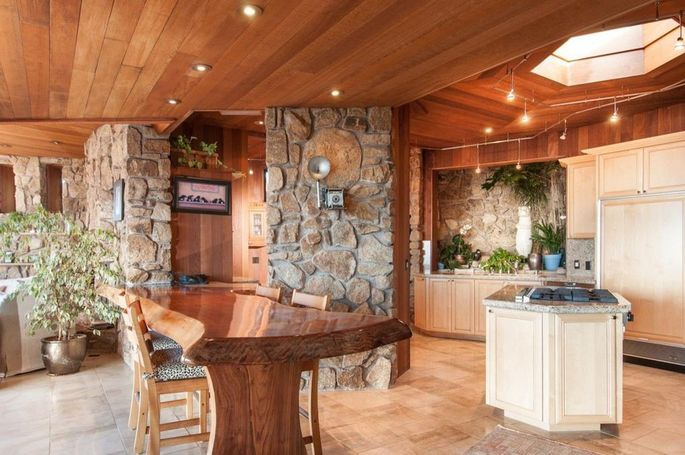 Chef's kitchen and breakfast bar