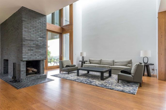 Living room with floor-to-ceiling fireplace