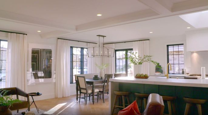 Now, this dining space looks fresh and welcoming.