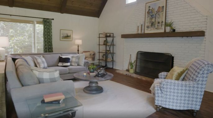 Ben and Erin Napier decided to give this living room a makeover.
