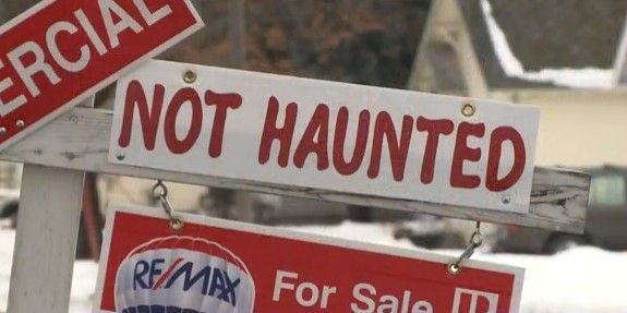 """This $10 """"Not Haunted"""" sign has generated mucho buzz on social media."""