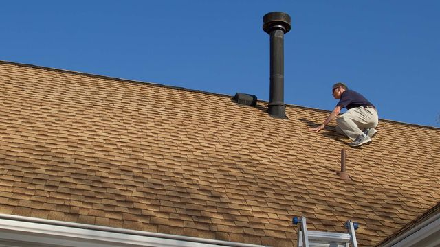 inspecting-roof