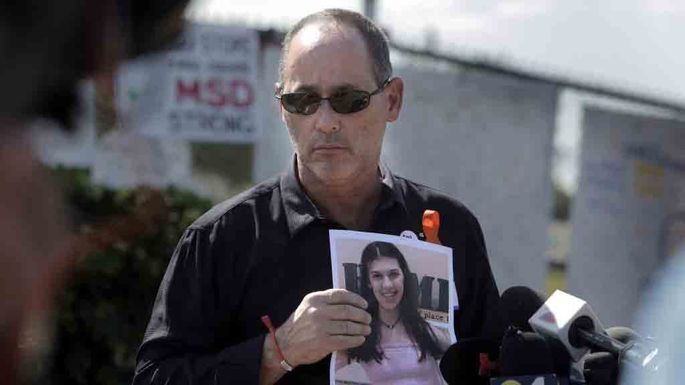 Fred Guttenberg holds a picture of his slain daughter, Jaime.