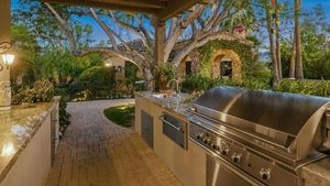 Feast Your Eyes on These 8 Homes With Delicious Outdoor Kitchens