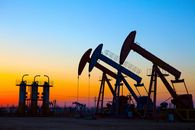 Oil's Decline Benefits the Economy More Than It Hurts