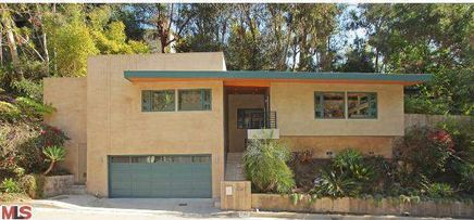'Dracula' Star Rhys Meyers Looks to Tap Hollywood Hills Market