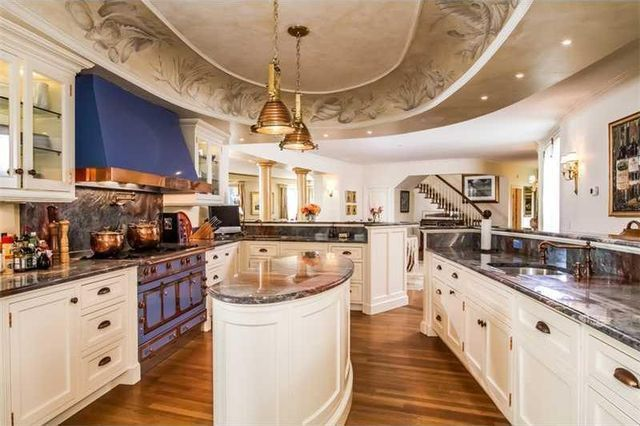 Who needs celebrity chefs? State-of-the-art kitchen for gourmet inspiration