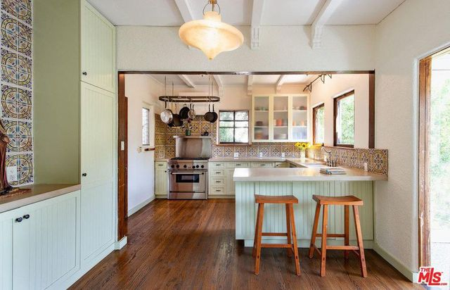 Kitchen in Heather Graham house in LA