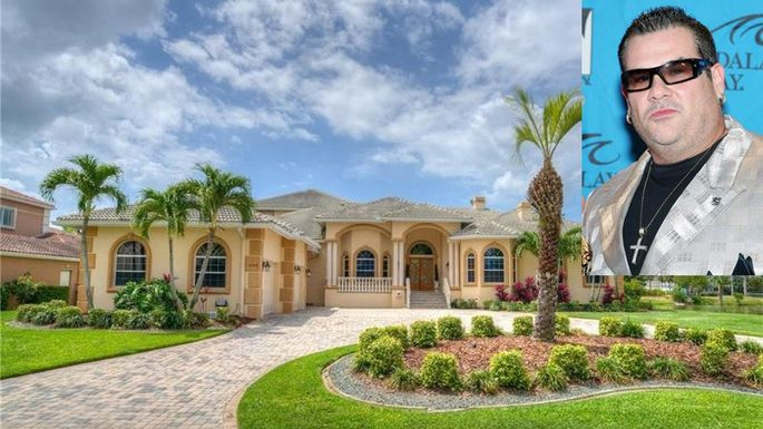 Bubba the Love Sponge's Infamous Florida Mansion for Sale | realtor com®