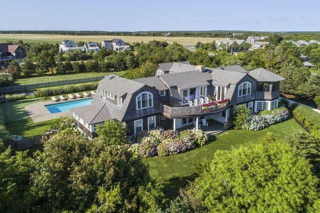 Resort-like amenities in Edgartown, MA