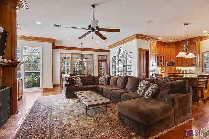 Former lsu coach les miles selling baton rouge mansion realtor family room and kitchen mozeypictures Gallery
