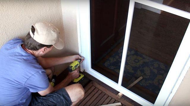 how to install a screen door.