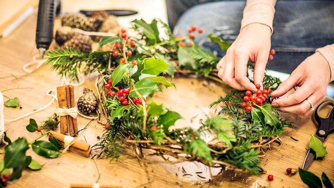 6 Cheap Christmas Decorations for the Home for Under $5 (or Free!)