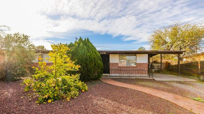 Three-bedroom ranch in Tucson