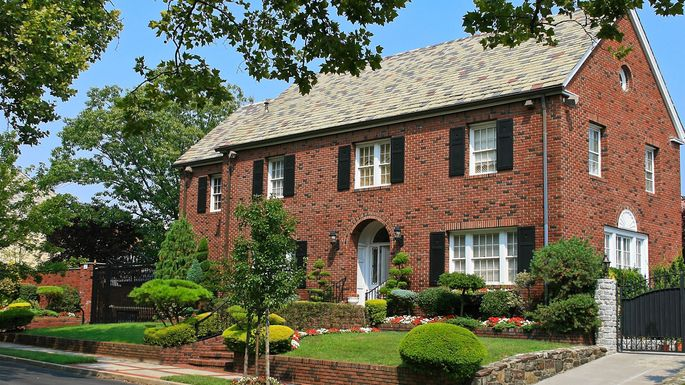 What Is a Colonial House A Beloved American Architecture Style