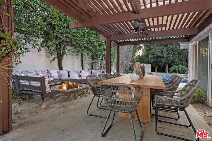 Outdoor dining area and fire pit