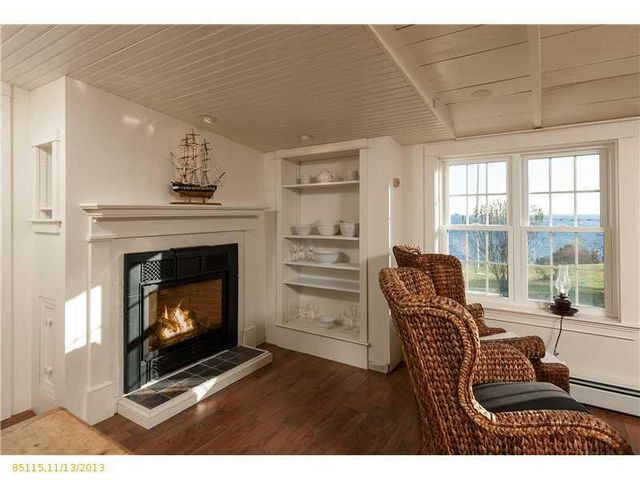 daryl-hall-of-hall-oates-selling-restored-colonial-in-maine-16
