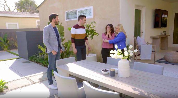 Rebel Wilson shows Nicole her new backyard.