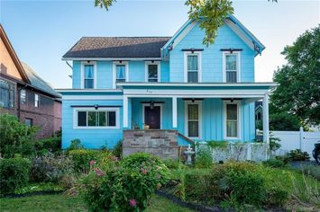 The Pros and Cons of Buying an Old House