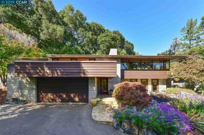 Midcentury modern Orinda, CA, home